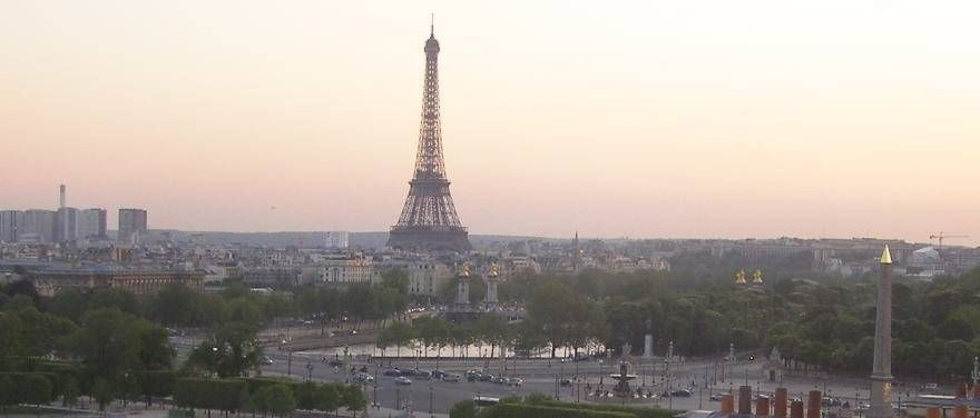 Awe-inspiring light at dawn of the City of lights